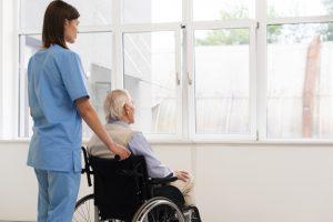 дом престарелых, реабилитация после перелома шейки бедра